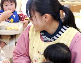 [高田 認可]子どもたちと一緒に成長していきたい保育士さん募集!高田駅より徒歩2分とアクセス便利♪昼食提供・賞与3カ月分など、福利厚生充実です◎