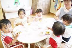 [入谷 認証]園児25名の小規模認証園☆借上げ社宅制度使えます♪年間休日120日◎福利厚生も充実です!
