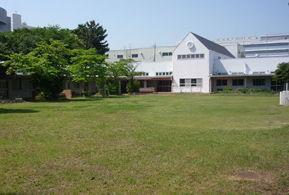 [小川 事業所内]広い園庭がある、都内最大規模の事業所内保育室です♪交通アクセス◎福利厚生充実・土日祝休み[年間休日125日]働きやすい環境です♪