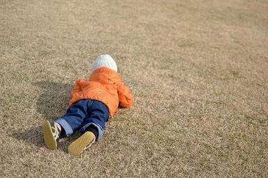 [南新宿 認可]【月給24万円~◎】南新宿駅より徒歩1分の好立地園♪広い敷地で子ども達がのびのびと遊んでいます☆家賃補助など、福利厚生も充実☆彡