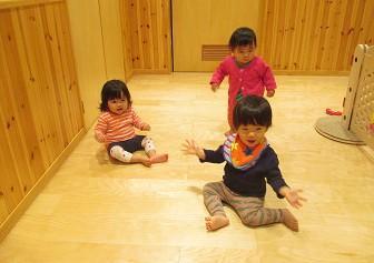 [月島 認証園]月給22万円~☆0~2歳・定員36名◎乳児期の子ども達に愛情を注ぐ、笑顔いっぱいの保育園です♪月島駅徒歩2分とアクセス便利!年間休日126日でお休みもたっぷり◎